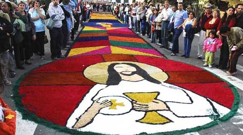 Fotos de tapetes de Corpus Christi e o significado do feriado